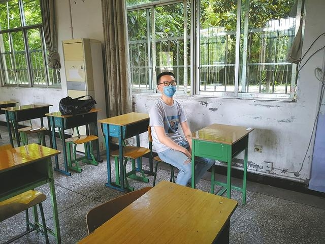 一个人的高考考场 1人考日语3个老师监考